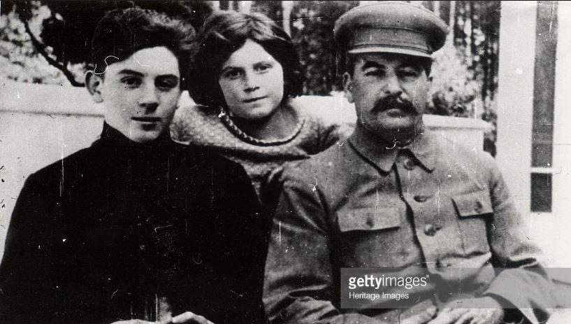 Nh???ng ??i???u ch??a bi???t v??? con trai ??t c???a Joseph Stalin