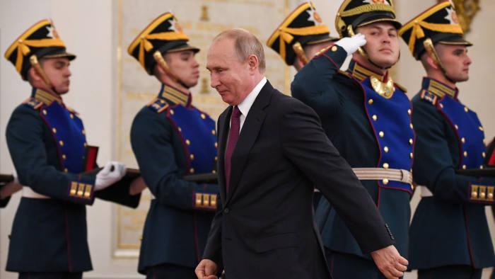 Thấy gì từ màn biến tấu quyền lực của Putin?